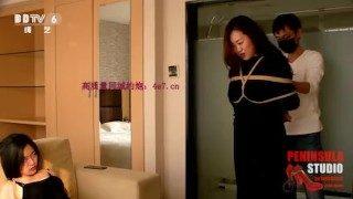 China 中国 半岛束艺台 真实母女同台出演,史上最皮女儿誓要与妈比胸