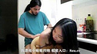 (约啪同城附近人,学生妹 少妇,小姐姐:as2.cc)china-中国 SWAG 麻豆极品身材上海淫妹与洋男厨房啪啪